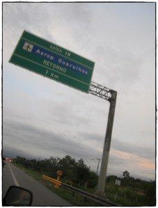 Road sign to GRU airport